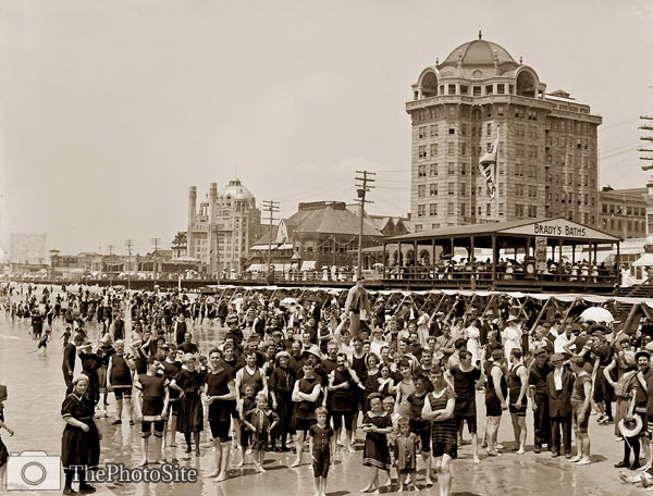 Atlantic City, New Jersey crowd of bathers at the beach 1900's - Click Image to Close
