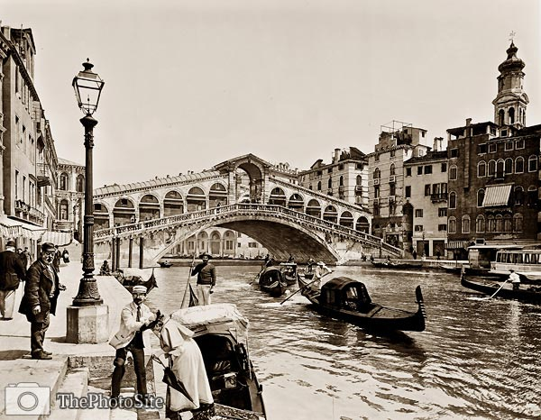 The Rialto Bridge on the Grand Canal, Venice Gondolas, Italy - Click Image to Close