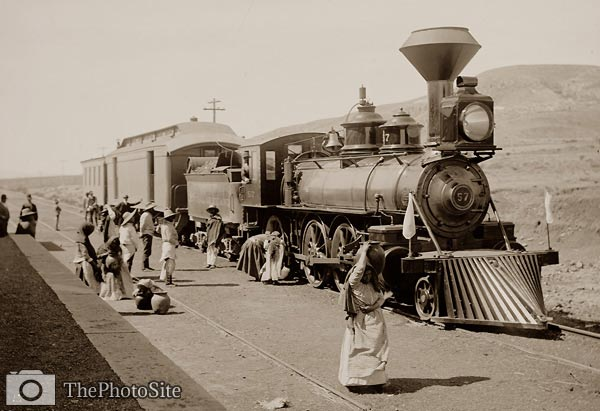 Mexican Central Railway train at station, Mexico locomotive - Click Image to Close