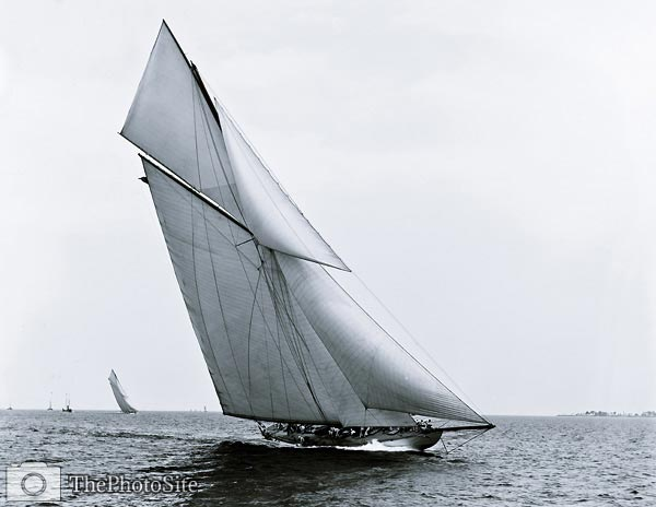 Columbia (Sloop) yacht, 1899 - Click Image to Close