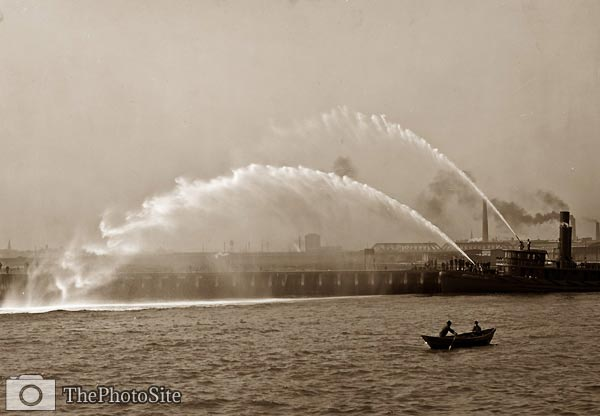 Fireboat 44 in action, Boston Massachusetts 1906 - Click Image to Close
