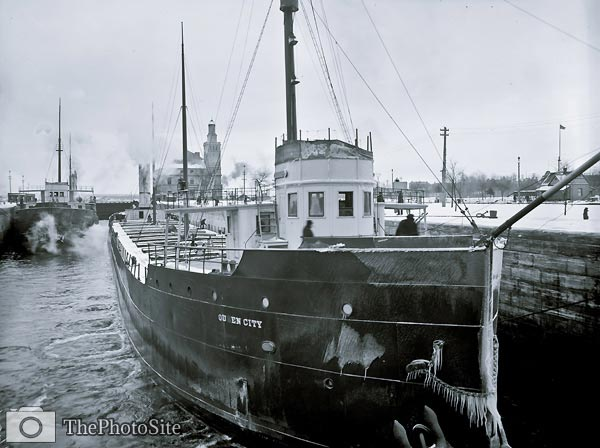 Steamboat Queen City in Poe Lock, Sault Ste. Marie - Click Image to Close