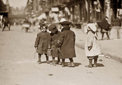 Children in warm clothes playing in New York 1909
